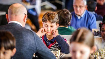Op het schaaktoneel is opa koning: kinderen nemen het op tegen senioren