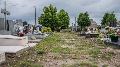 """Mama klaagt slechte toestand van kinderbegraafplaats op kerkhof aan: """"Elk bezoek aan graf van ons kindje is steek door ons hart"""""""