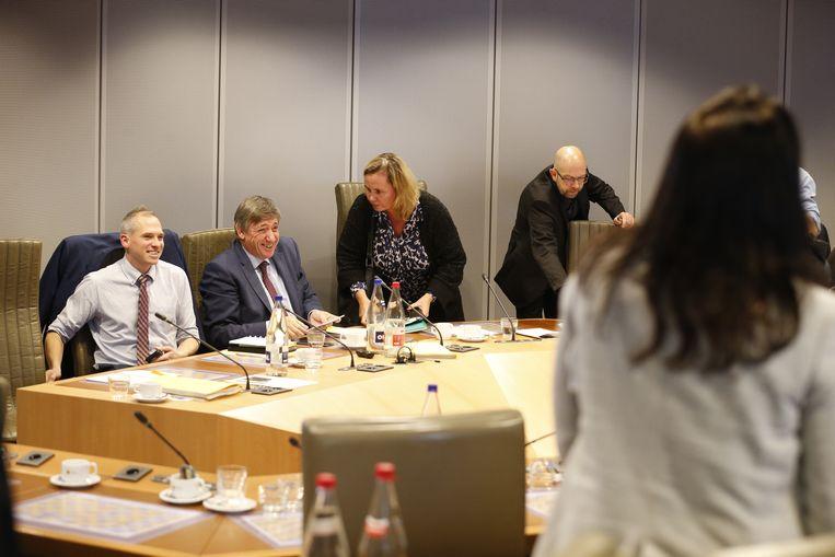 Begrotingsminister Matthias Diependaele, minister-president Jan Jambon en parlementsvoorzitter Liesbeth Homans bij de bommelding in het parlement.