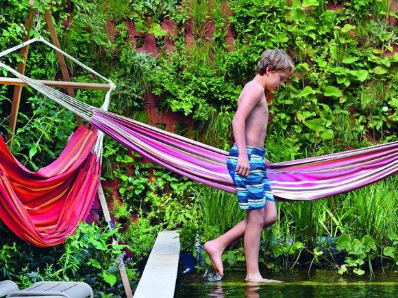 Op hete dagen is het boven een waterpartij tot 6° koeler. Helemaal ideaal is het als er wind over of langs het water kan waaien voor hij bij je terras of favoriete zitplekje voorbijkomt.