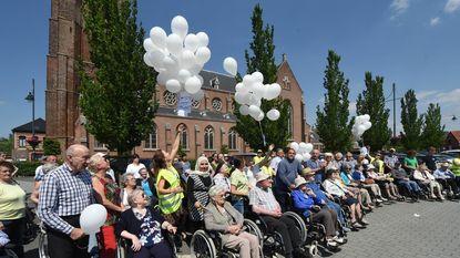 Witte ballonnen voor 100 jaar vrede