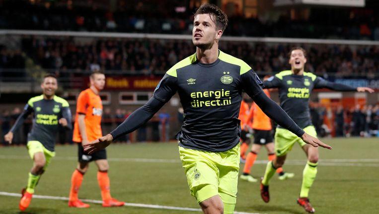 Opluchting bij Marco van Ginkel. Hij schiet PSV in de 108ste minuut op een 1-0 voorsprong. Beeld anp