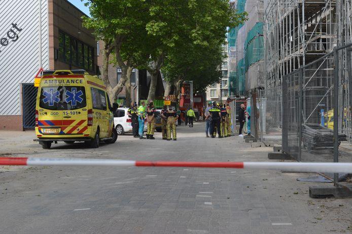 Persoon overleden bij vermoedelijk bedrijfsongeval op bouwterrein aan 1e Lulofsdwarsstraat in Den Haag