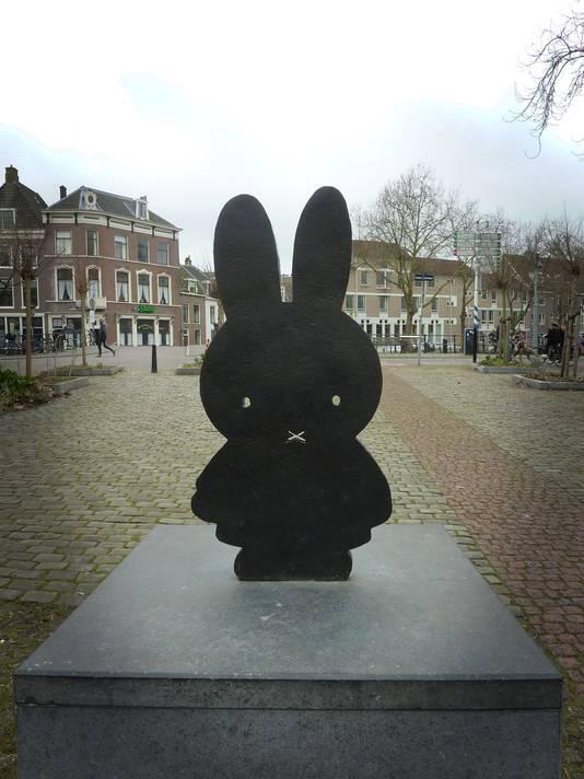 Het nijntje pleintje in Utrecht op de sterfdag van Dick Bruna.