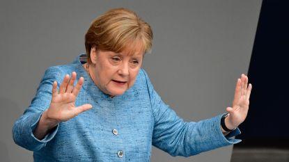 Merkel heeft klacht aan haar been voor opendeurbeleid