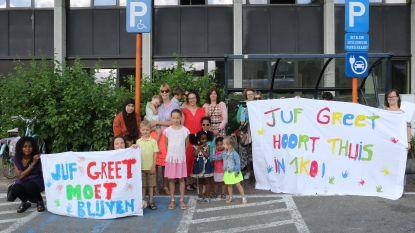 """Ouders en kinderen willen dat juf Greet bij basisschool De Katersberg blijft: """"Ze moet nu elders brandjes gaan blussen"""""""