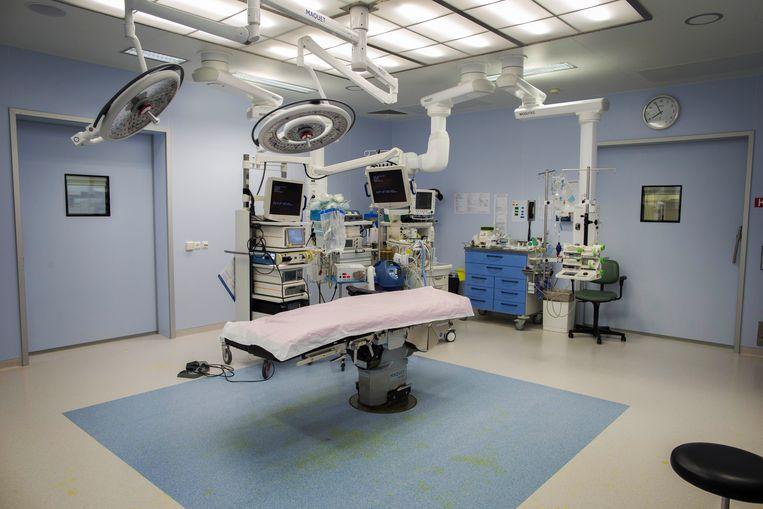 Nederland, 1 september 2016. Desinfecteren van instrumenten, operatie-instrumenten.  Beeld Werry Crone