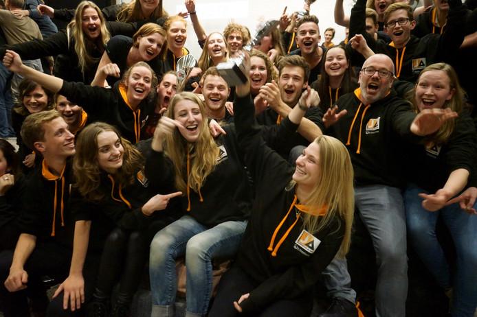 Feest van Jeugdfanfare Ja! Altena, na het winnen van de eerste prijs in Surhuisterveen.