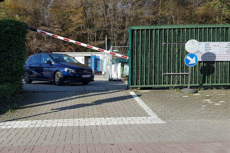 De mensen van de chemokar op het containerpark spreken geen Nederlands en daarover liepen heel wat klachten binnen.