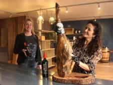 Spaanse wijn en ham in een nieuwe winkel in de Veghelse Kalverstraat