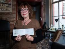 Sonja uit Ravenstein werd 75 en kreeg haar geboortekaartje in de bus: 'Alsof ik opnieuw ben geboren'