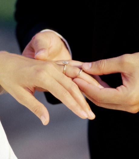 Wil je trouwen in gemeente Moerdijk? Dat gaat je straks meer geld kosten