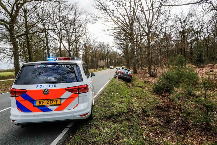 Dronken Audi-bestuurder rijdt in greppel