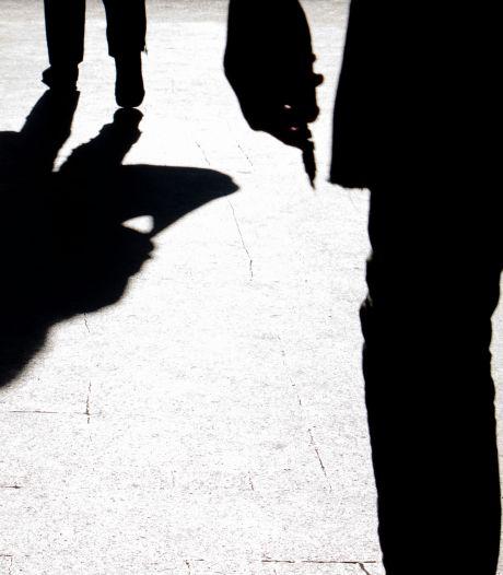Verdachte van roven mobieltjes van kinderen in rechtbank: 'Ze liegen dat ze barsten'