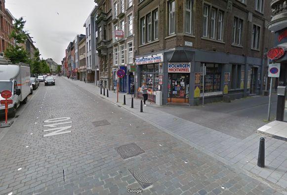 De Antwerpsestraat in Lier. Het incident gebeurde ter hoogte van de Rolwagenstraat. Het slachtoffer raakte gewond maar verkeerde niet in levensgevaar