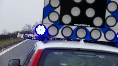 Verdachten winkeldiefstallen crashen na wilde achtervolging op E313