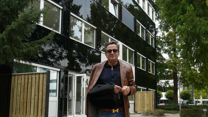Shahrok Nosrati heeft inmiddels het derde kantoorpand op De Hoef in bezit gekregen, dat hij om wil vormen tot woningen.