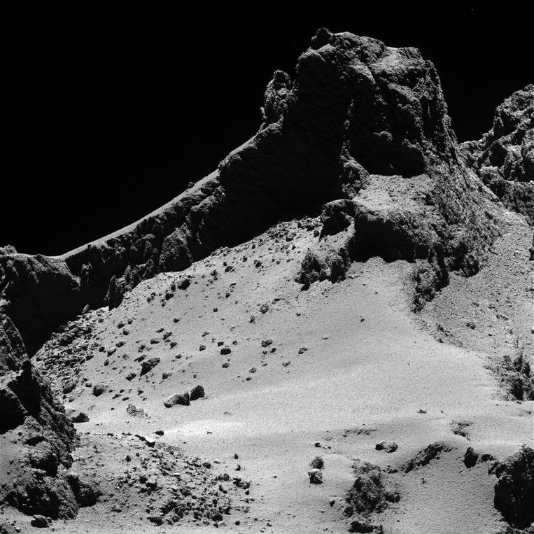 Een foto van ESA genomen door ruimtevaartuig Rosetta die op een afstand van 8 kilometer rond de komeet cirkelt. Beeld epa