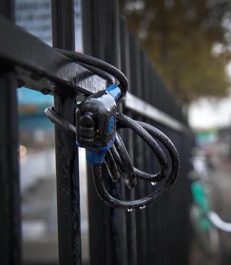 Tweetal dat vijf fietsen stal bij station Zevenaar betrapt en opgepakt