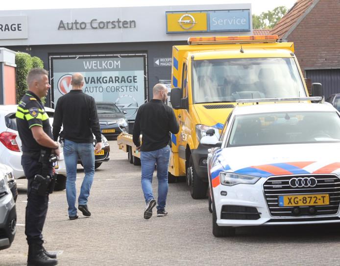 De FIOD valt binnen bij een autobedrijf in Mariahout.