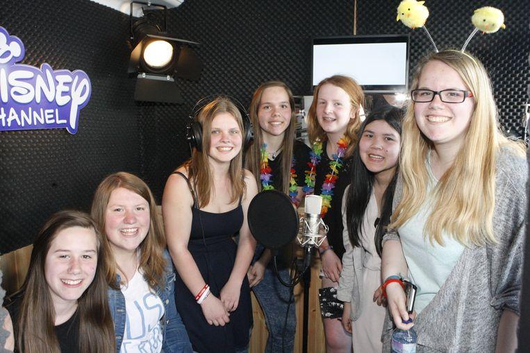 Deze meisjes kwamen speciaal uit Gent afgezakt om een glimp op te vangen van hun idolen uit de Vlaamse boysband 'Boycode'.