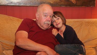 """Acteur Anton Cogen op zijn 73ste verjaardag terug thuis na hersenbloeding: """"Het gaat elke dag beter en beter, ik stond zelfs al opnieuw op de planken"""""""