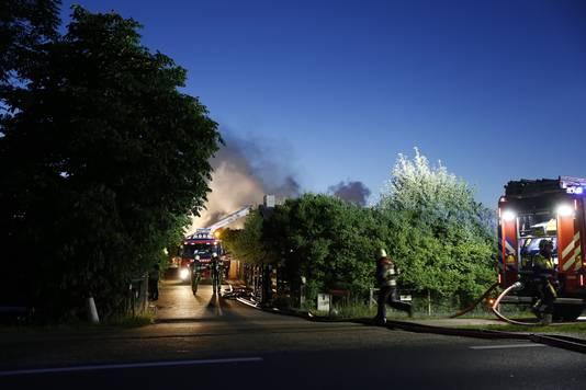 Brand bij grote loods in Gassel.