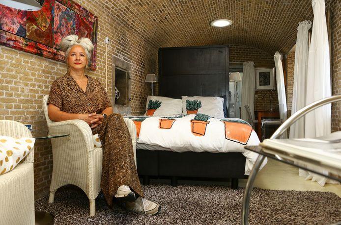 Esther Bousché begon een bed and breakfast in het kleine kruitmagazijn.