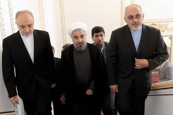 President Hassan Rouhani (midden) en Buitenlandminister Mohamed Javad Zarif.