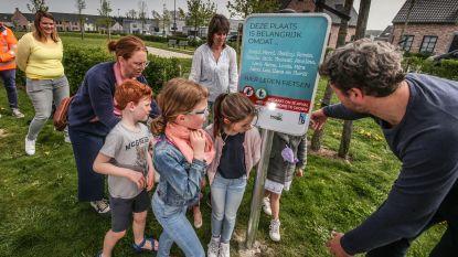 """Harelbeke strijdt tegen zwerfvuil met persoonlijke boodschappen: """"Hou buurt proper, want Merel en Emiel leren hier fietsen"""""""