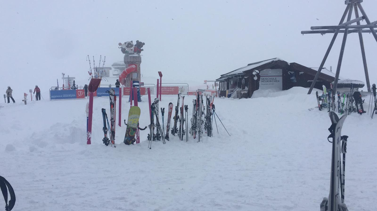 Aan sneeuw geen gebrek in Neukirchen am Grossvenediger.