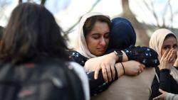 """""""Hallo, broeder"""": moslim begroet gewapende terrorist aan moskee, enkele seconden later breekt de hel los"""