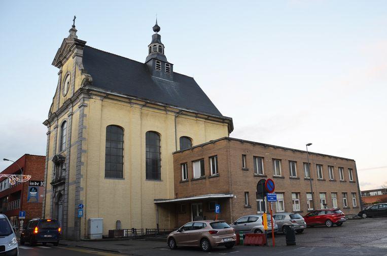 De zijgebouwen van de Hospitaalkapel zullen worden vernieuwd en onder meer onderdak bieden aan een carnavalsmuseum.