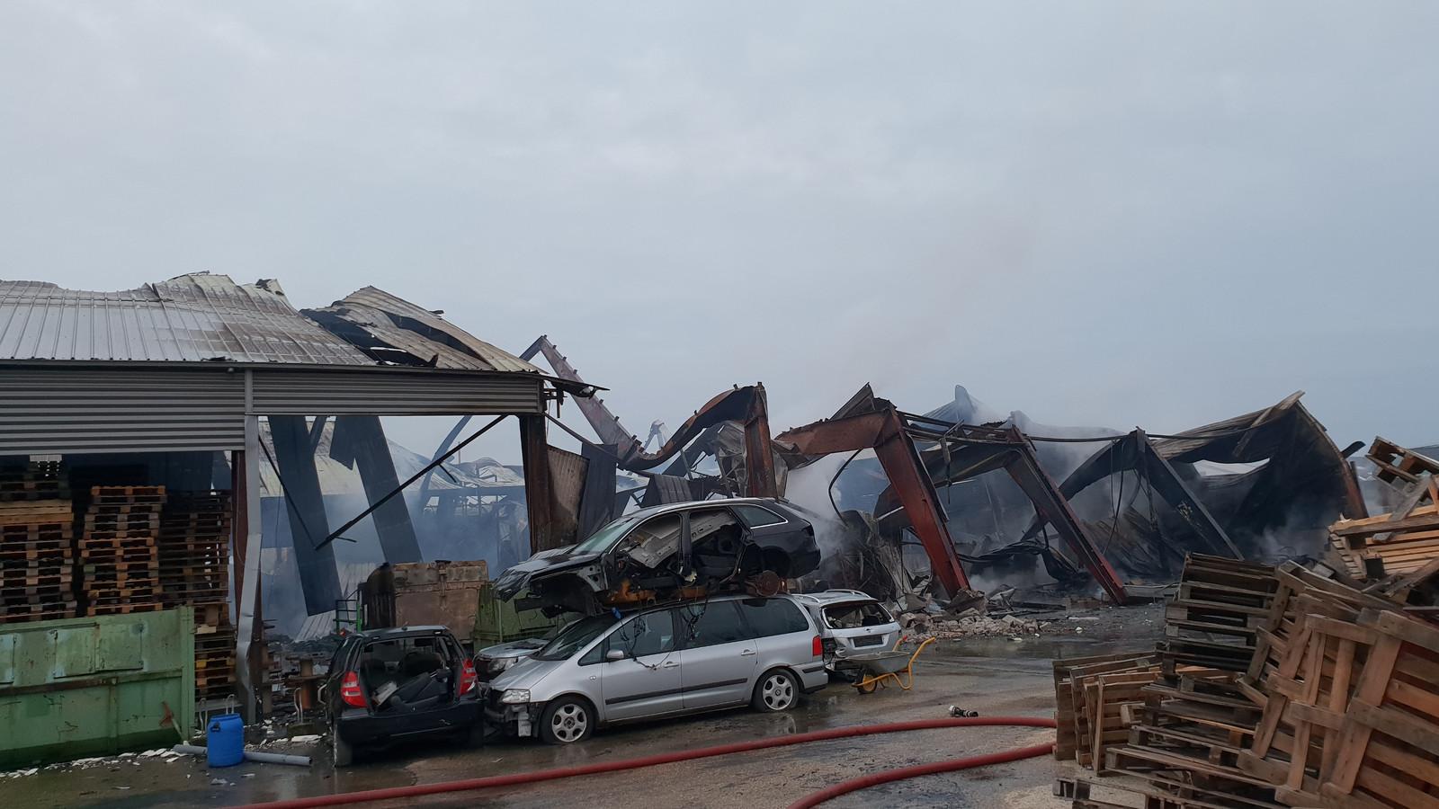 Er is flinke schade na de brand op het industrieterrein aan de Rouwenboschweg.