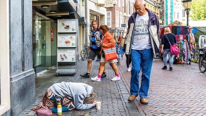 Bedelaar in de binnenstad van Utrecht.