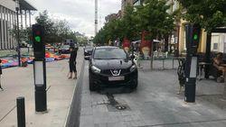 """Verzinkbaar paaltje maakt brokken in Roeselare: """"Al zeker tien auto's beschadigd"""""""