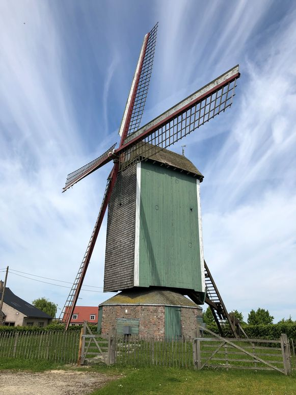 De Markeymolen in Pollinkhove is dringend aan restauratie toe.