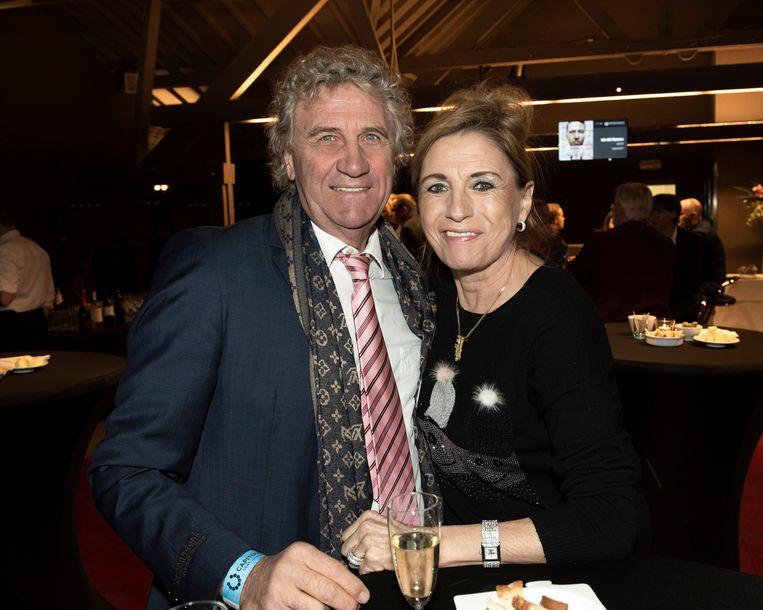 Jean Marie Pfaff en zijn partner Carmen recent op de première van een toneelvoorstelling van Jacques Vermeire.