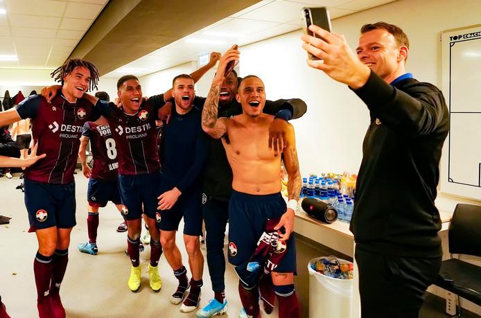 Vreugde in de kleedkamer van Willem II na de sensationele zege (0-2) op bezoek bij Ajax.