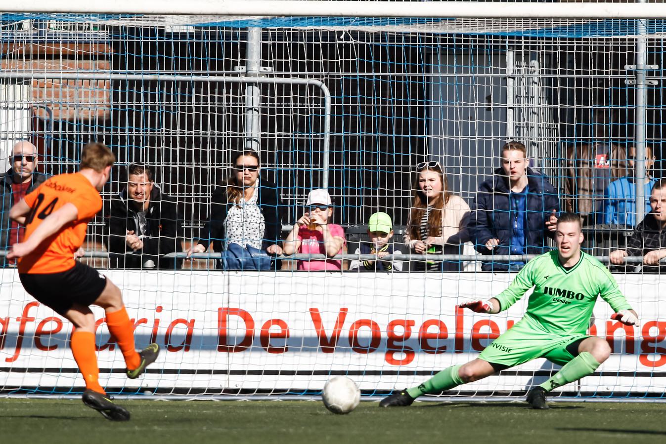 FC Lienden-doelman Jan Schimmel: ,,In een joggingbroek zul je mij niet zien keepen.''