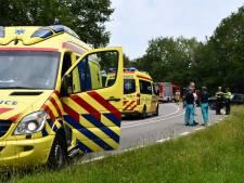 Aanrijding in scherpe bocht bij Ommen: meerdere inzittenden gewond