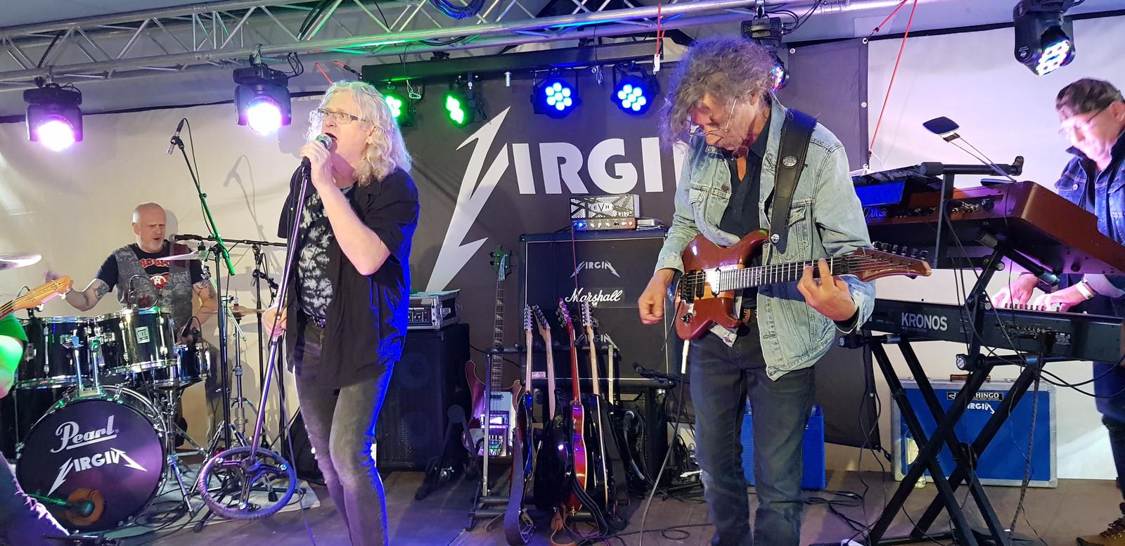 Virgin in actie, met onder meer zanger Jan van den Berg en de doorgewinterde gitarist Gert-Jan Mathijsen die vooral indruk maakte met het imiteren van Edje van Halen