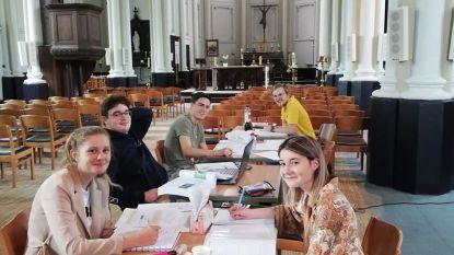 Deur van kerk in Ruien staat open voor blokkende studenten