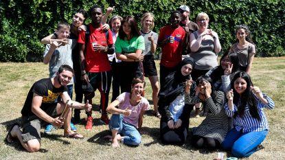 Groep Intro viert met OKAN-jongeren