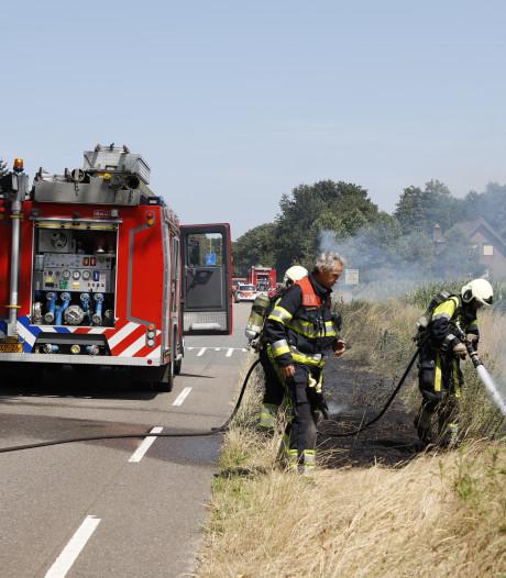 Deze bermen langs de Volkelseweg in Mill zijn ook in brand gestoken