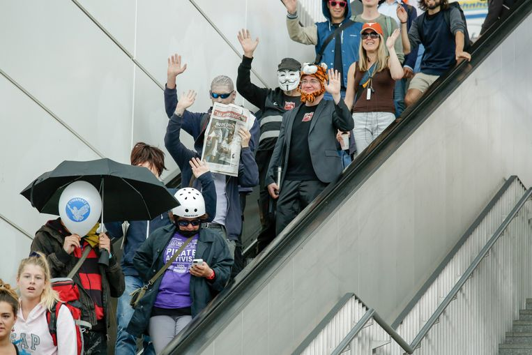 De proef met gezichtsherkenning op het Südkreuz-station in Berlijn heeft ook protest uitgelokt Beeld Hollandse Hoogte