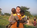 Sander Kesseler vier jaar geleden, toen hij werkte met aidswezen in Oeganda.