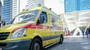 Ambulancier op weg naar interventie krijgt vuistslag in gezicht