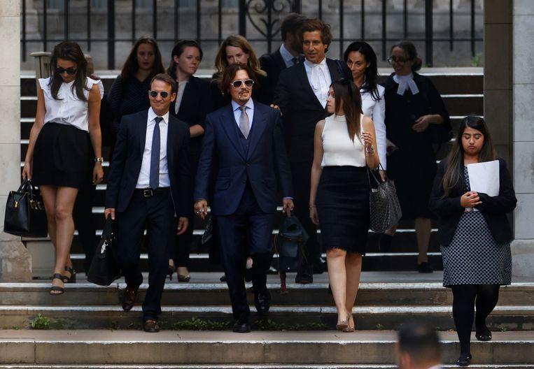 De acteur Johnny Depp verlaat vrijdag in Londen het gerechtsgebouw  Beeld John Sibley / Reuters