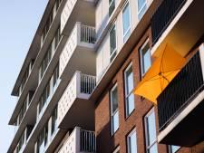 Waait de parasol weg van het balkon? Creëer eens een 'tentje'
